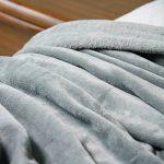 LANGRIA Couverture Plaid Sofa et Lit en Microfibre de Polyester, Souple, Chaude, Douce au Toucher, Ne perd pas sa Couleur, Entretien Facile à la Machine 220x240cm (Gris) de la marque image 4 produit